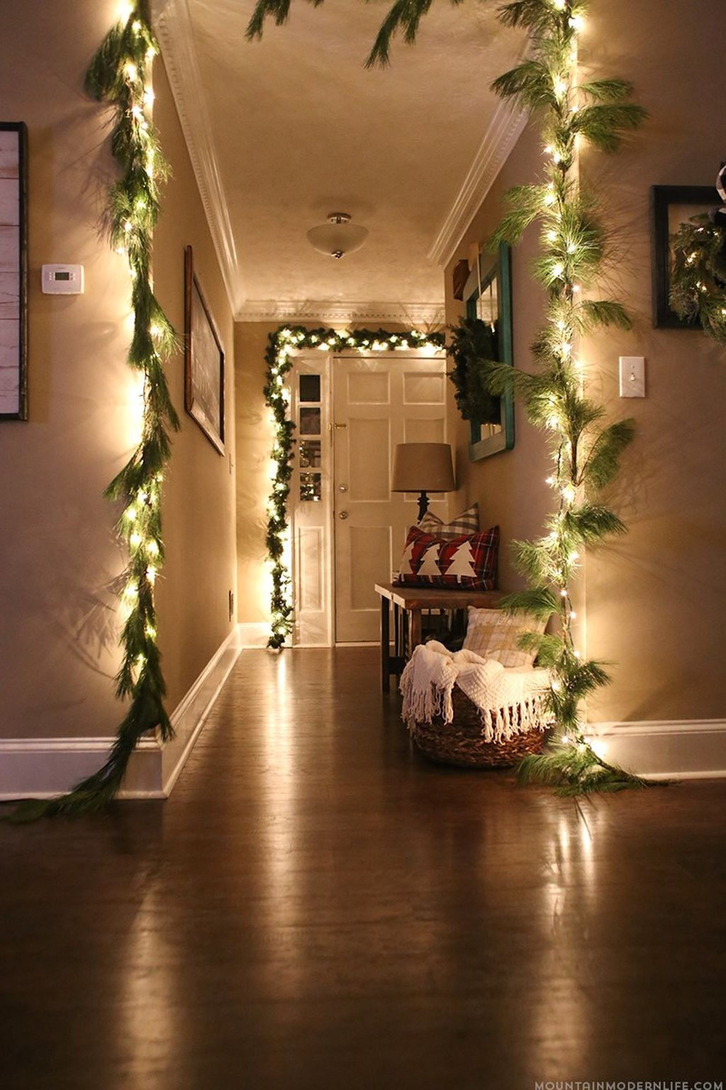 Gergerous Indoor Decoration Ideas With Christmas Lights33