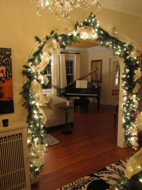 Gergerous Indoor Decoration Ideas With Christmas Lights44