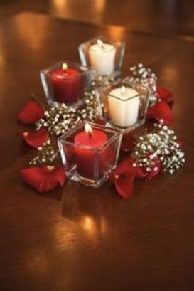 Romantic Christmas Centerpieces Ideas With Candles 12