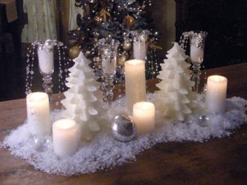 Romantic Christmas Centerpieces Ideas With Candles 37