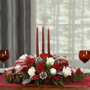 Romantic Christmas Centerpieces Ideas With Candles 45