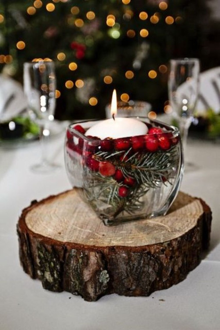 Romantic Christmas Centerpieces Ideas With Candles 48
