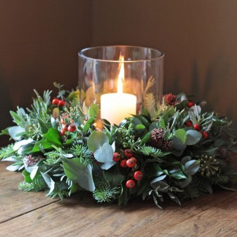 Romantic Christmas Centerpieces Ideas With Candles 58