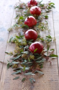 Simple And Easy Christmas Centerpieces Ideas13