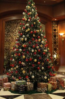 Traditional Christmas Decoration Ideas You Will Totally Love 28