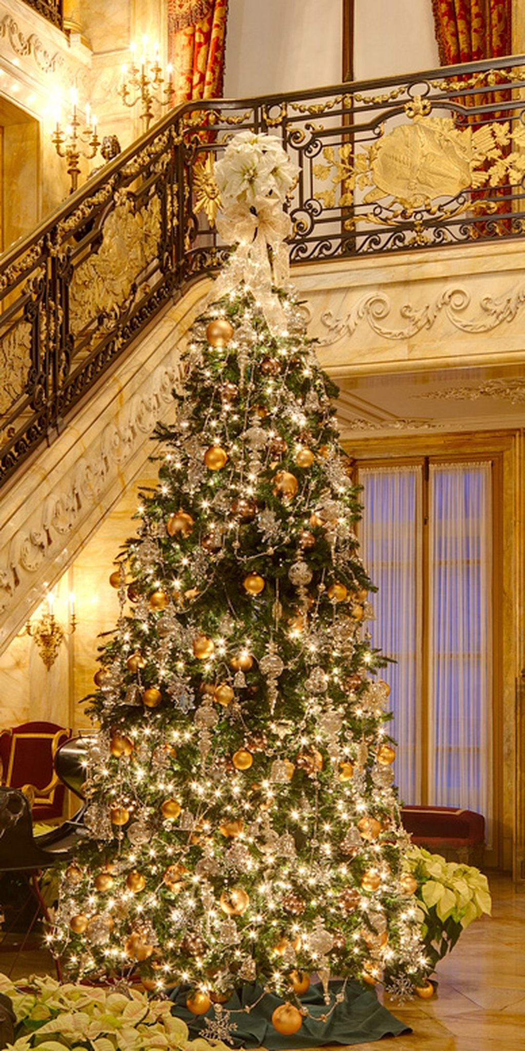 Unique But Inspiring Christmas Tree Toppers Decoration Ideas 23