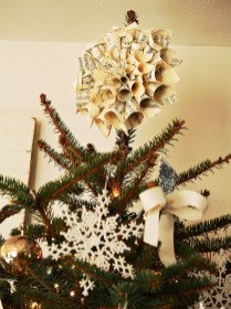Unique But Inspiring Christmas Tree Toppers Decoration Ideas 30