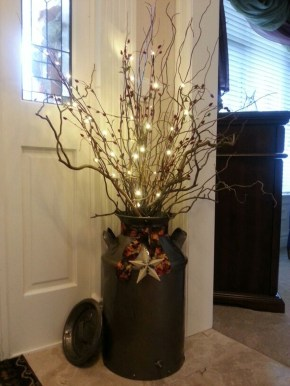 Welcoming And Cozy Christmas Entryway Decoration Ideas06