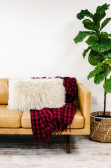 Cozy Plaid Decor Ideas For Christmas 11