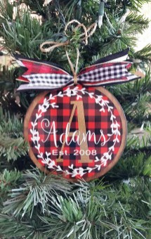 Cozy Plaid Decor Ideas For Christmas 12