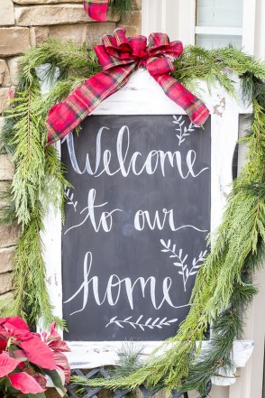 Cozy Plaid Decor Ideas For Christmas 27