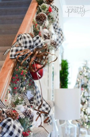 Cozy Plaid Decor Ideas For Christmas 28