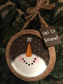Cute Whimsical Christmas Ornaments Ideas For Your Holiday Decoration 47