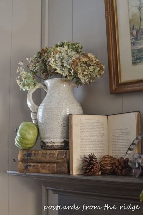 Inspiring Rustic Fall Mantel Decoration Ideas 18