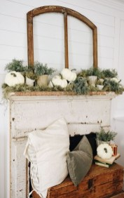 Inspiring Rustic Fall Mantel Decoration Ideas 22