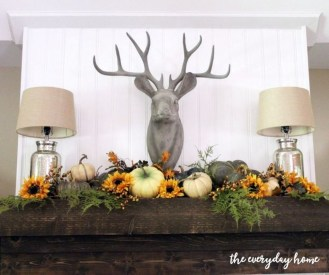Inspiring Rustic Fall Mantel Decoration Ideas 30
