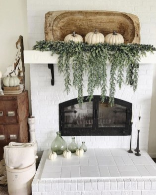 Inspiring Rustic Fall Mantel Decoration Ideas 34