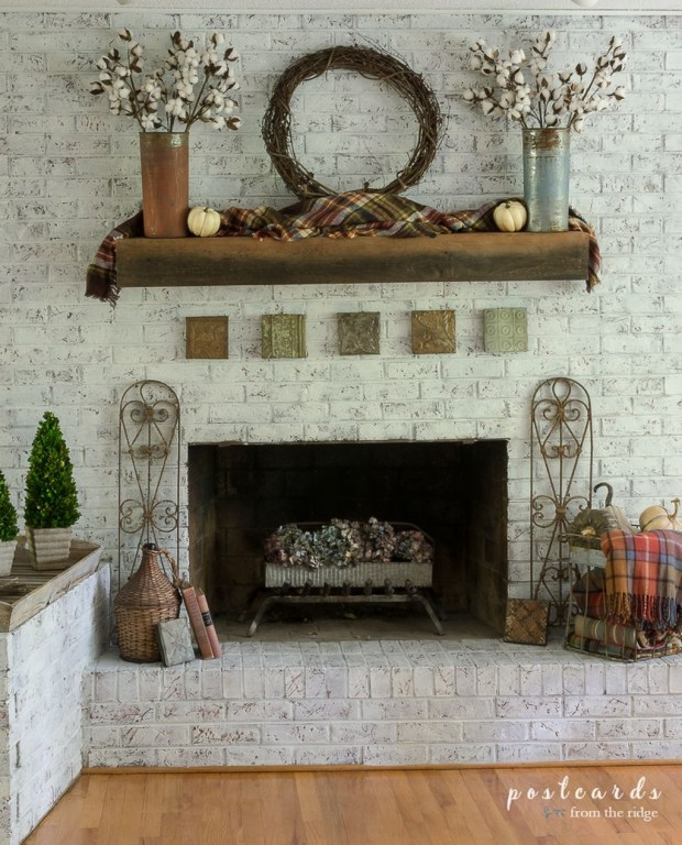 Inspiring Rustic Fall Mantel Decoration Ideas 45