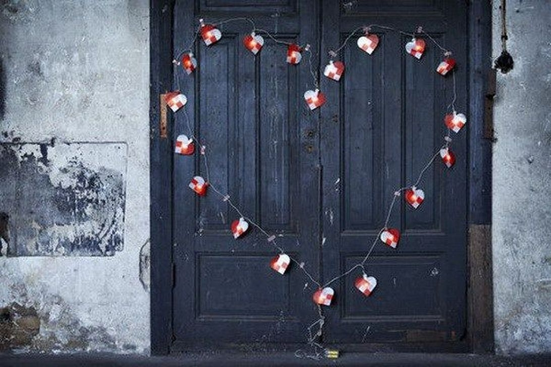 Cute Valentine Door Decoration Ideas You Should Try 10