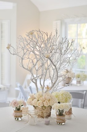 Stylish Winter Centerpiece Decoration Ideas 24