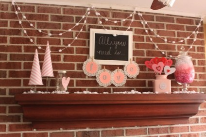 Totally Cool Valentine Mantel Decoration Ideas 31