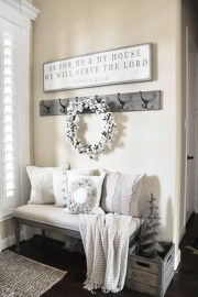 Adorable Farmhouse Entryway Decorating Ideas 03
