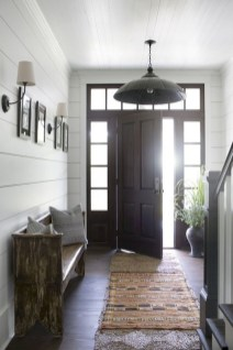 Adorable Farmhouse Entryway Decorating Ideas 11
