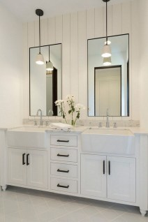 Adorable Modern Farmhouse Bathroom Remodel Ideas 02