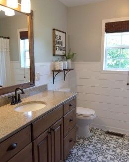 Adorable Modern Farmhouse Bathroom Remodel Ideas 12