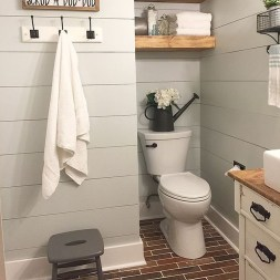 Adorable Modern Farmhouse Bathroom Remodel Ideas 23