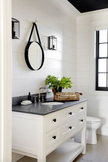 Adorable Modern Farmhouse Bathroom Remodel Ideas 28