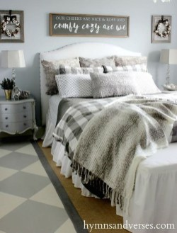 Cool Small Master Bedroom Decorating Ideas 25