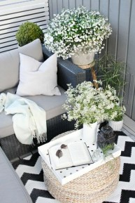 Cozy Apartment Balcony Decorating Ideas 12