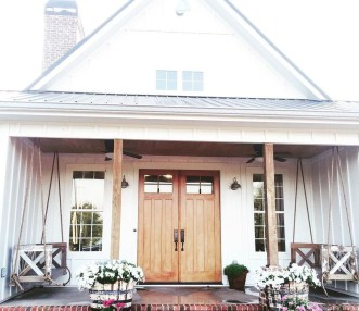 Elegant Farmhouse Front Porch Decor Ideas 02