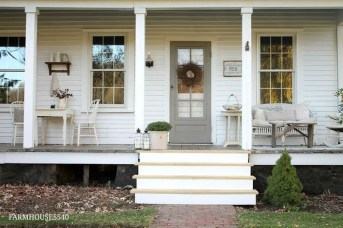 Elegant Farmhouse Front Porch Decor Ideas 29
