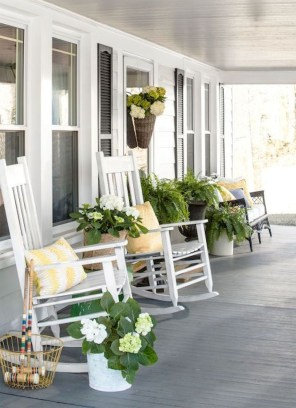 Elegant Farmhouse Front Porch Decor Ideas 33