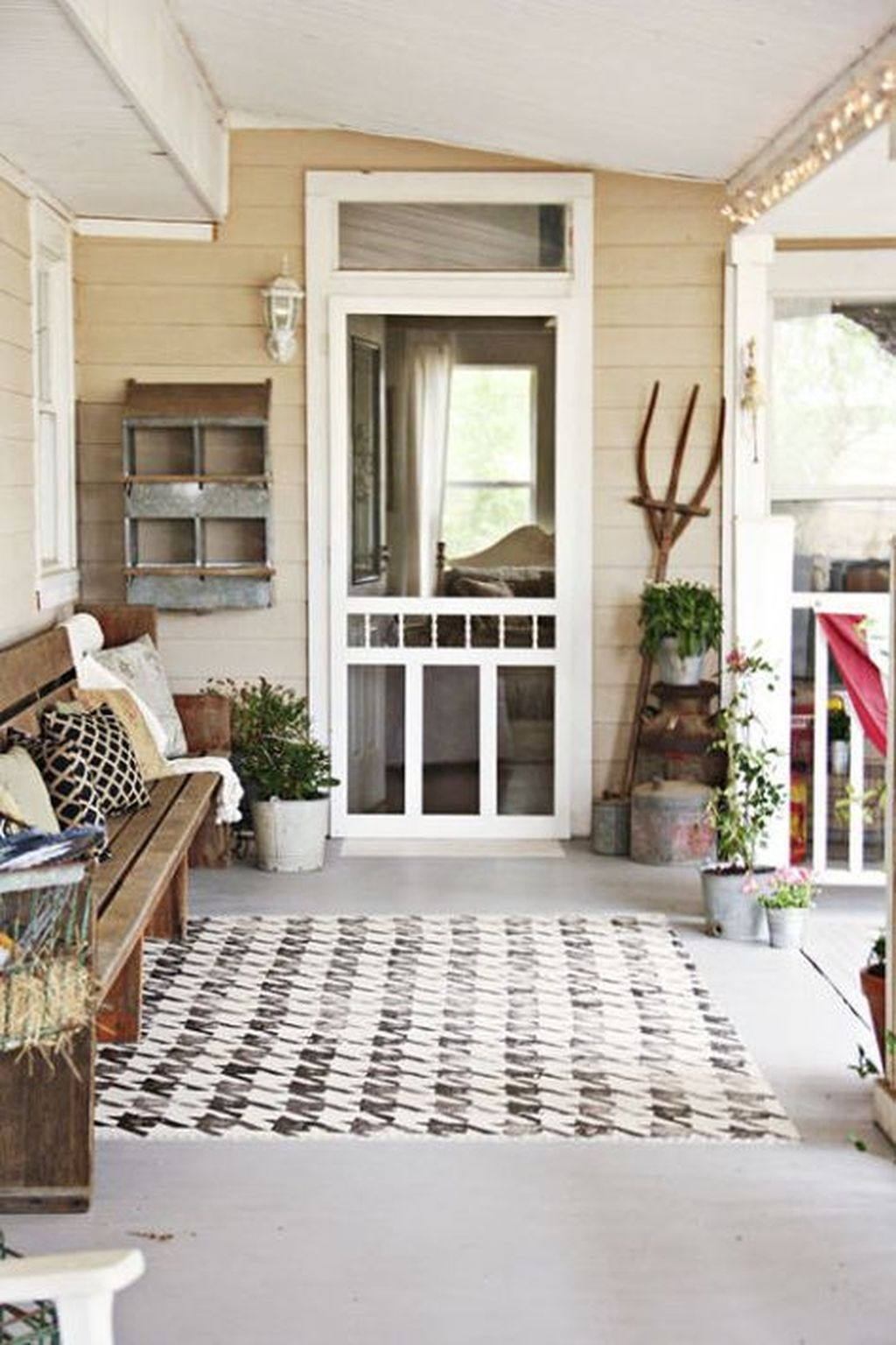 Elegant Farmhouse Front Porch Decor Ideas 42