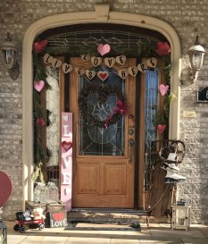 Festive Valentine Porch Decorating Ideas 01