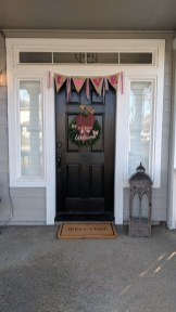 Festive Valentine Porch Decorating Ideas 15