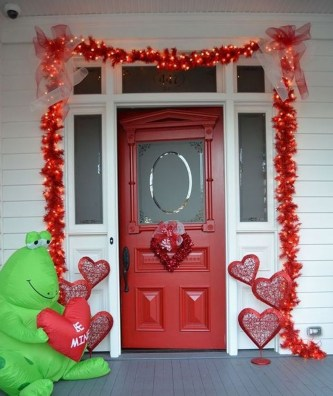Festive Valentine Porch Decorating Ideas 20