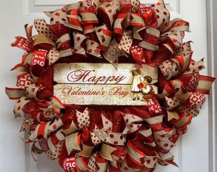 Festive Valentine Porch Decorating Ideas 36