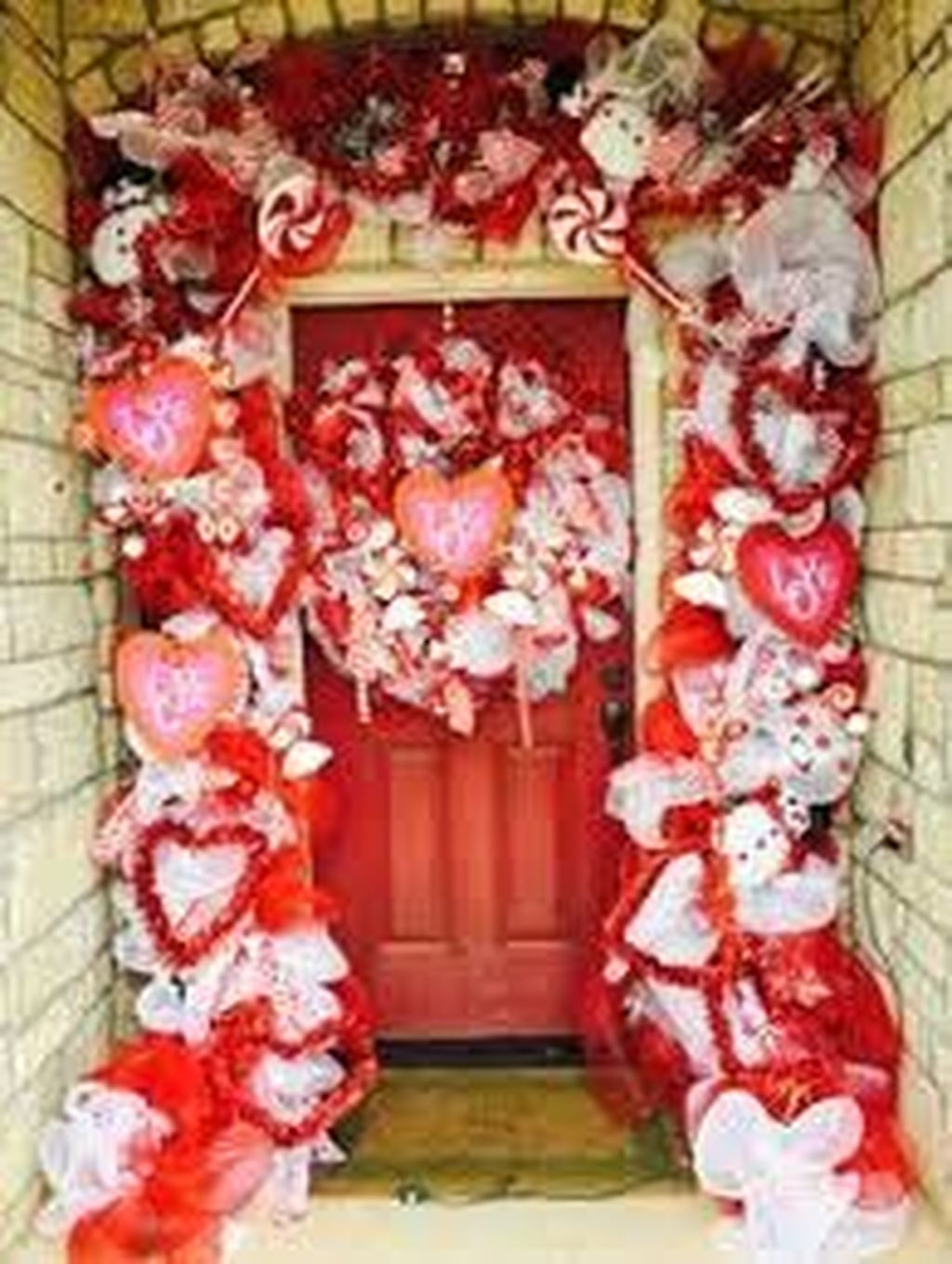Festive Valentine Porch Decorating Ideas 38