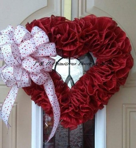 Festive Valentine Porch Decorating Ideas 45