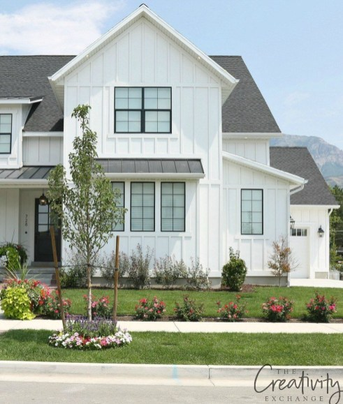 Modern Farmhouse Exterior Designs Ideas 21