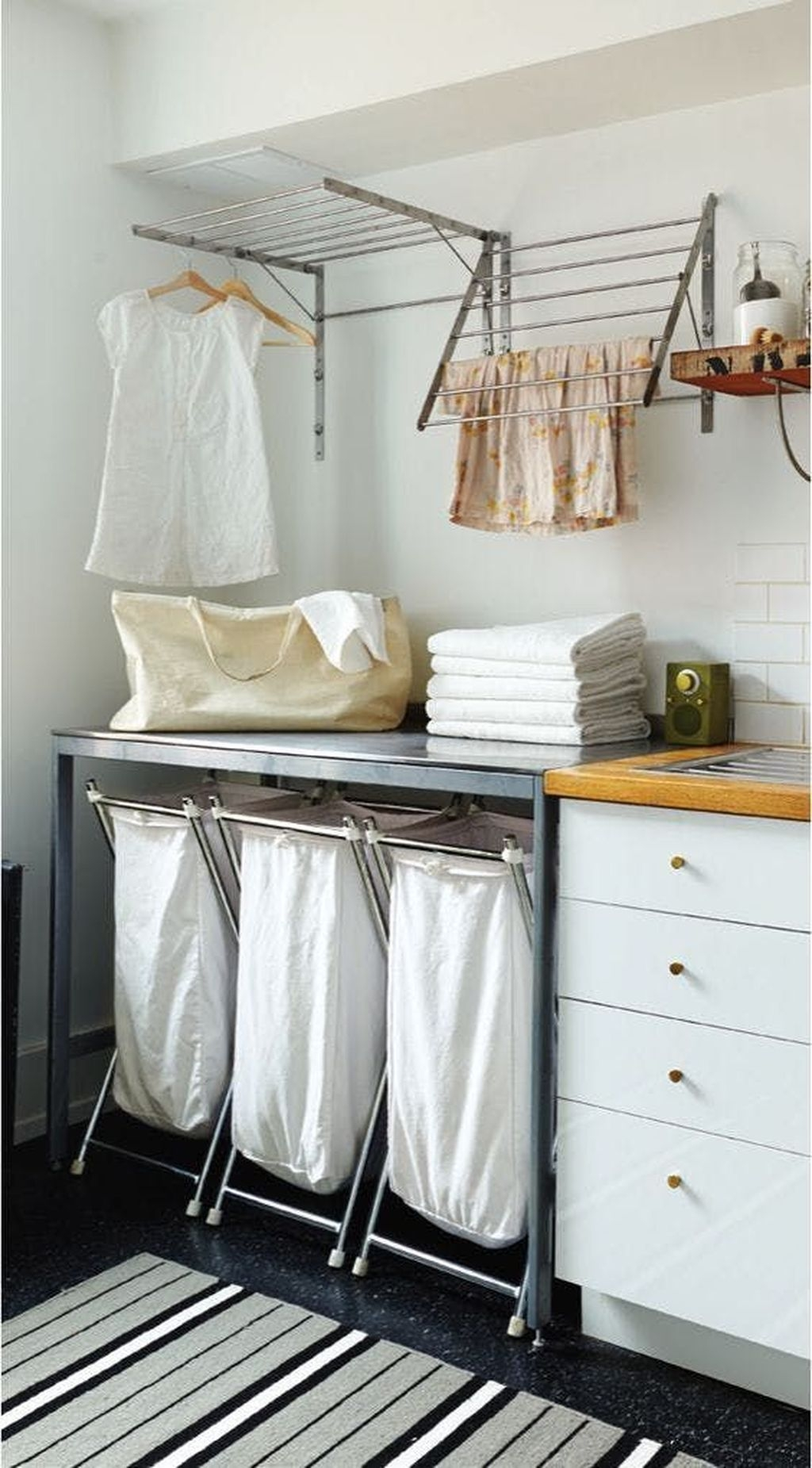 Totally Inspiring Small Functional Laundry Room Ideas 13