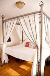 Awesome Canopy Bed With Sparkling Lights Decor Ideas 18