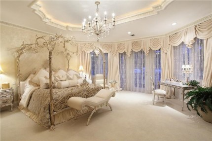 Awesome Canopy Bed With Sparkling Lights Decor Ideas 33