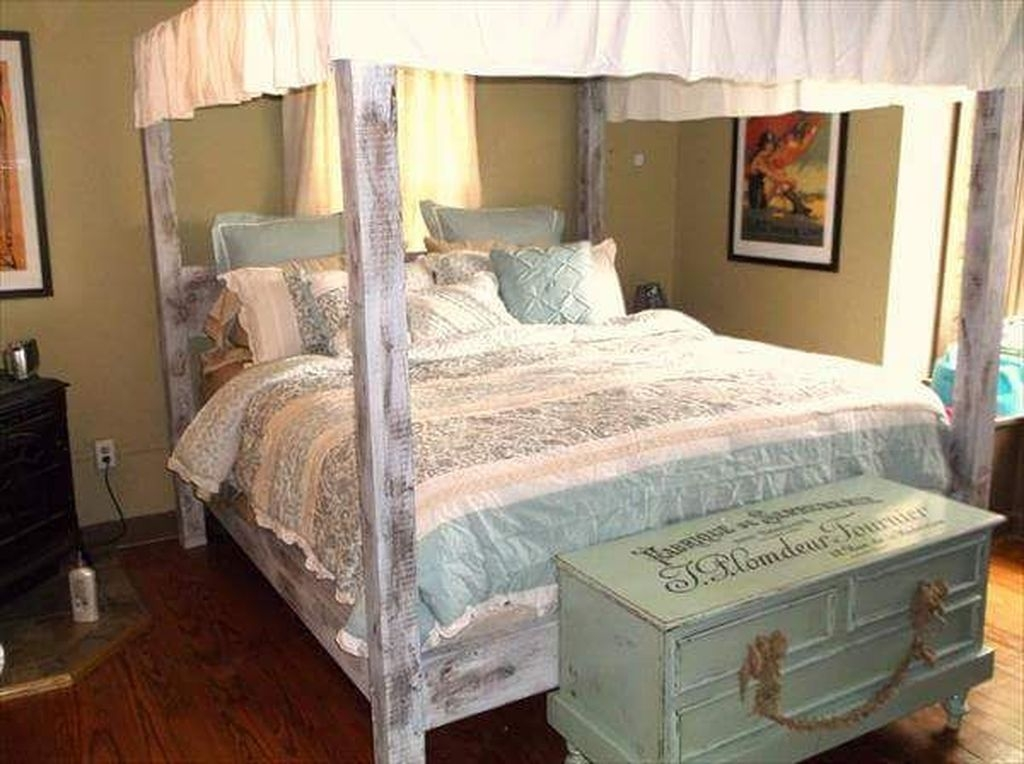 Awesome Canopy Bed With Sparkling Lights Decor Ideas 41
