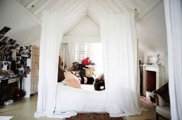 Awesome Canopy Bed With Sparkling Lights Decor Ideas 48