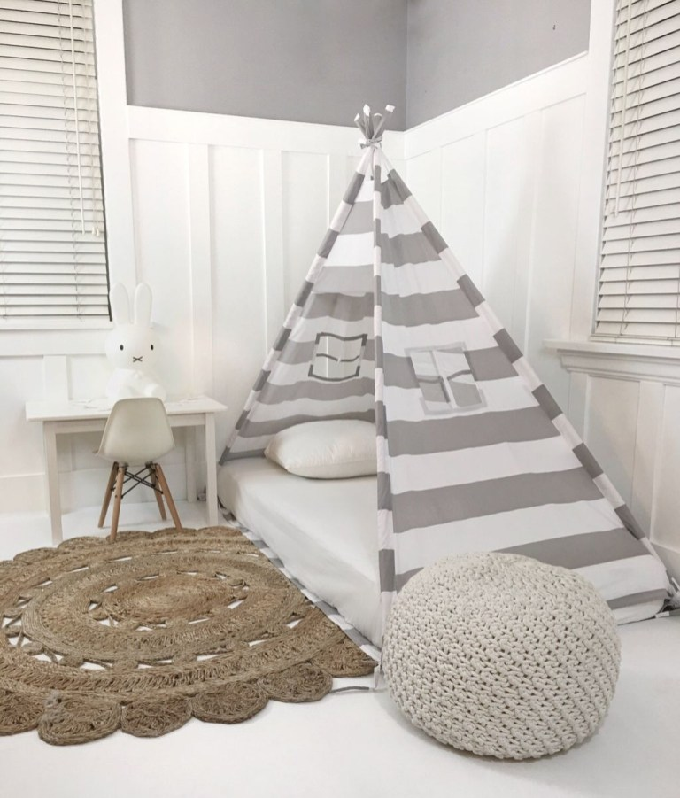 Awesome Canopy Bed With Sparkling Lights Decor Ideas 49